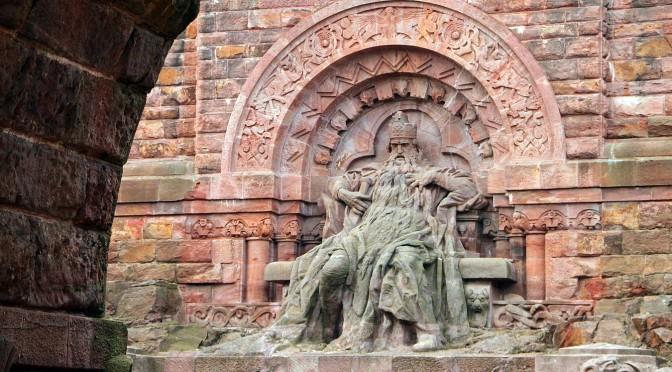 Staufer Kaiser Barbarossa am Kyffhäuser Denkmal. Wanderung durch die deutsche Geschichte. - © Jurec/pixelio.de