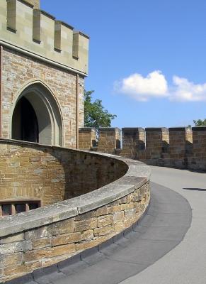 Aufgang zur Burg Hohenzollern. Wanderung zu den Hohenzollern bei Hechingen - © roberta M. /pixelio.de