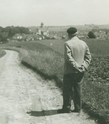 Heidegger auf dem Feldweg