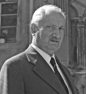 Heidegger im Schlosshof von Messkirch