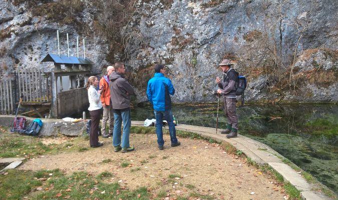 Wanderweg Herrlingen - Weidach: Kleiner Plausch am Lauterursprung