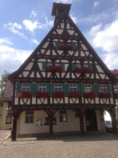 Wanderung Stuttgart - das Uhlbacher Rathaus